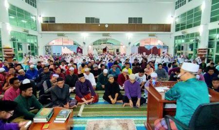 500 Mahasiswa Budiman Subuh Berjamaah